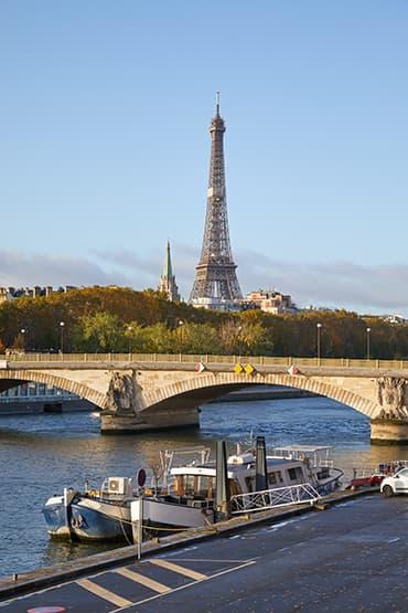 Visiter Paris avec un circuit touristique sur mesure avec chauffeur expérimenté